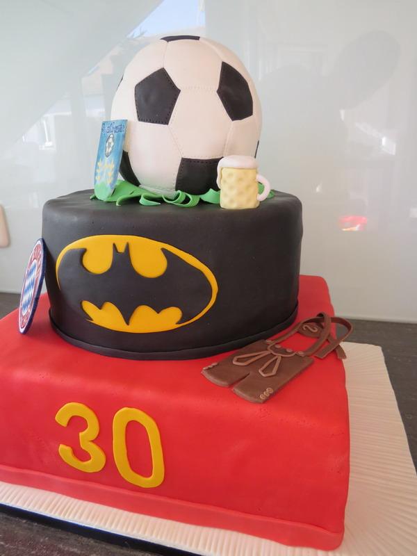 stöckige Geburtstagstorte zum 30. Geburtstag